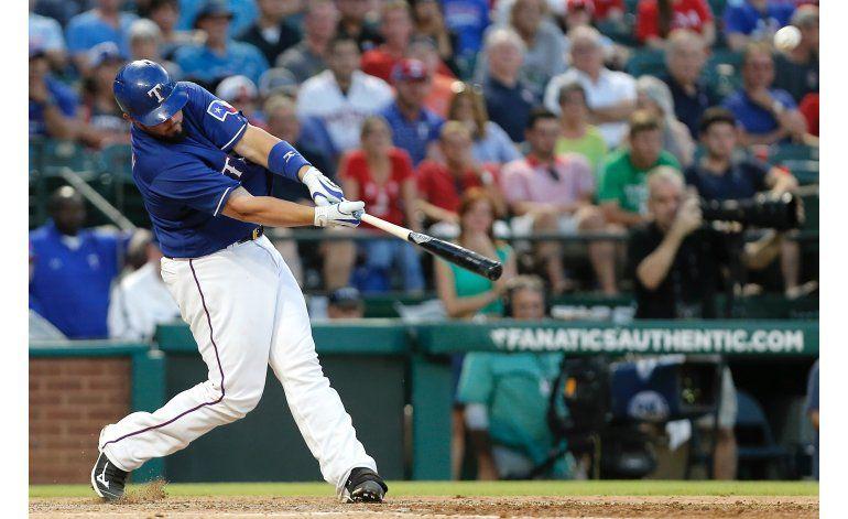 Rangers extiende su dominio sobre Astros gracias a Desmond