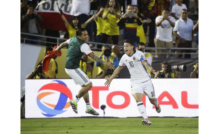 James juega y anota; Colombia gana a Paraguay y va a cuartos