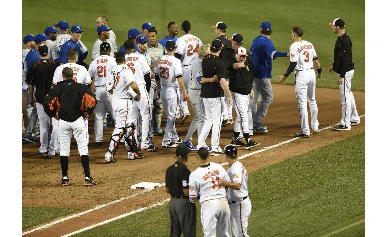 Dominicanos protagonizan riña en triunfo de Orioles