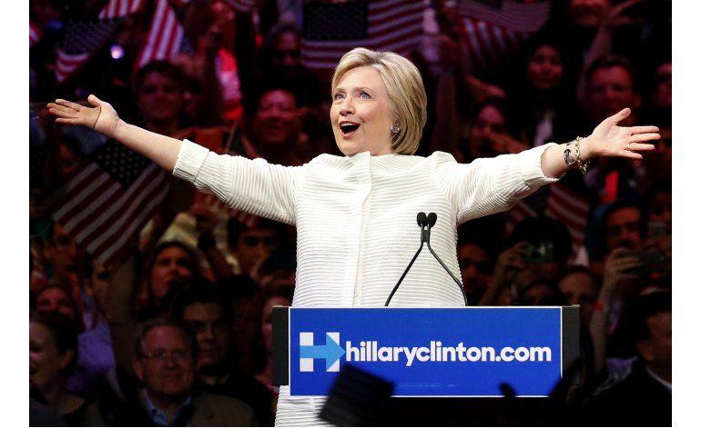Clinton logra un triunfo histórico en las primarias de EEUU