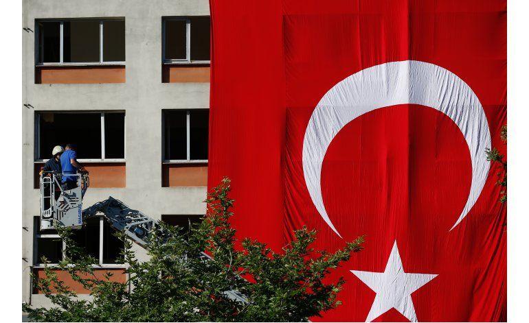 Atentado con coche bomba deja 3 muertos en Turquía
