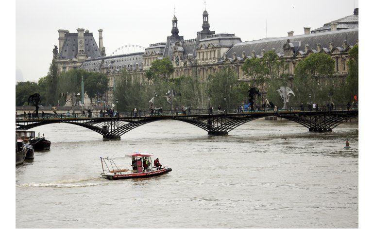 Reabren los museos Louvre y Orsay tras inundaciones en París