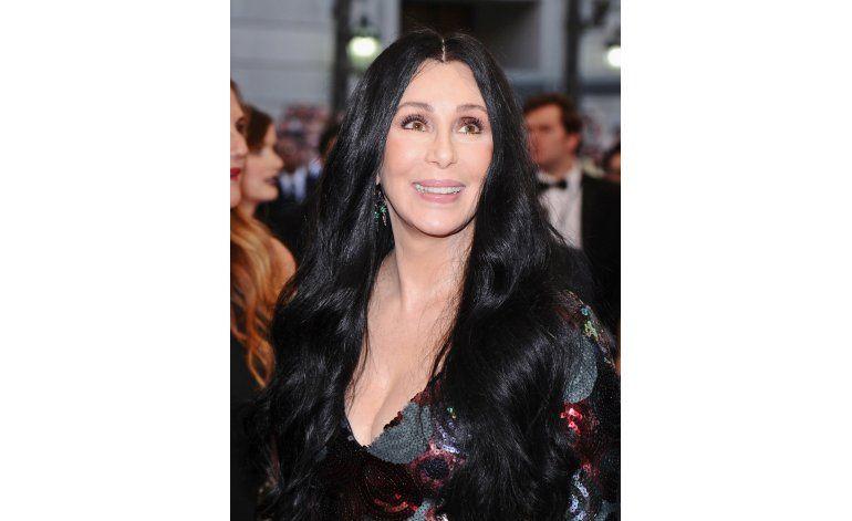 Cher demanda a firma por pérdida de 800.000 dólares