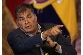 presidente  ecuatoriano rafael correa admitio que habra segunda vuelta electoral