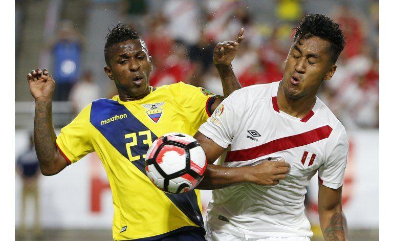 Ecuador remonta dos tantos y empata 2-2 con Perú en Copa