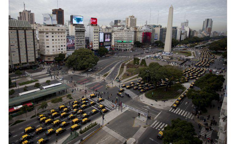 Taxistas protestan masivamente contra Uber