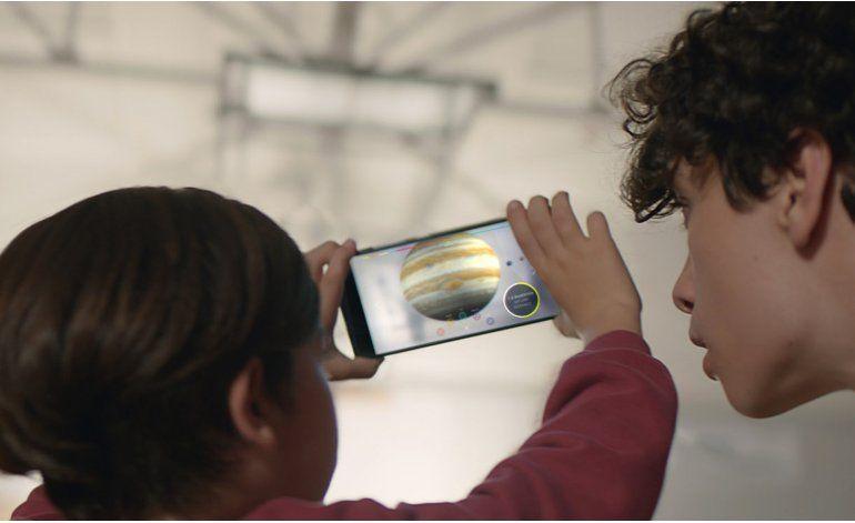 Lenovo saca celular que capta entorno con tecnología Google