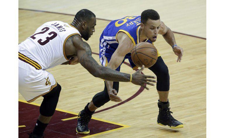 Stephen Curry afirma que necesita jugar mejor