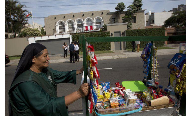 Finaliza el escrutinio en Perú; Kuczynski adelante