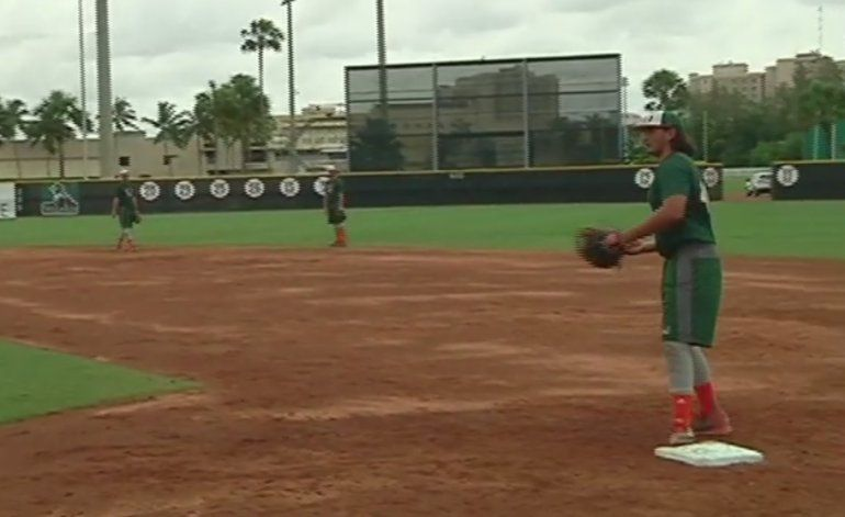 Huracanes de Miami se preparan para el torneo Super Regional de béisbol