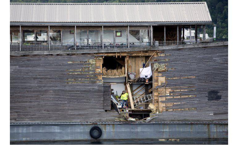 El Arca de Noé choca con barco anclado en puerto de Oslo