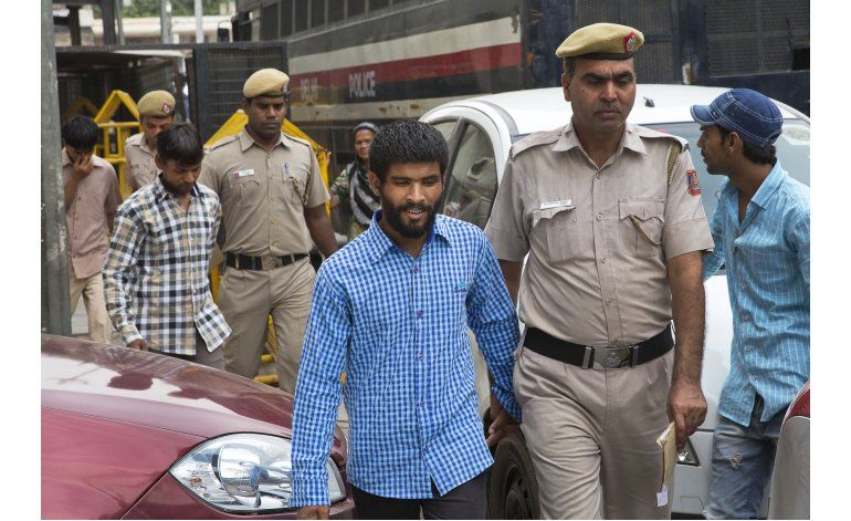 Cadena perpetua para 5 indios por violación a turista danesa