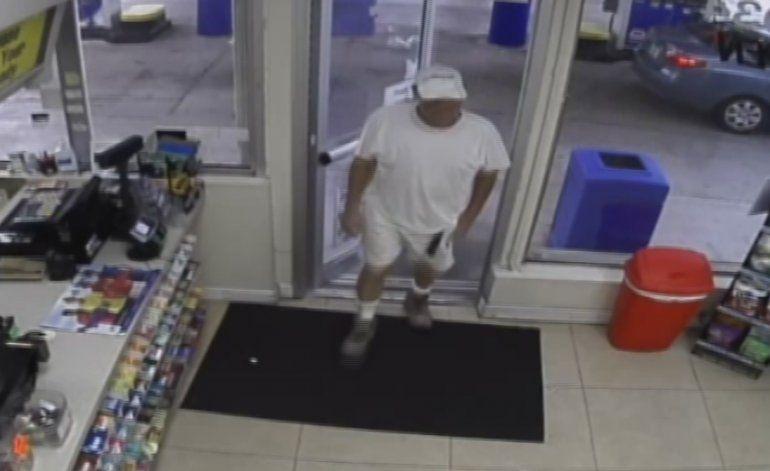 Policía de Hollywood busca a un hombre que asaltó dos negocios armado con un cuchillo