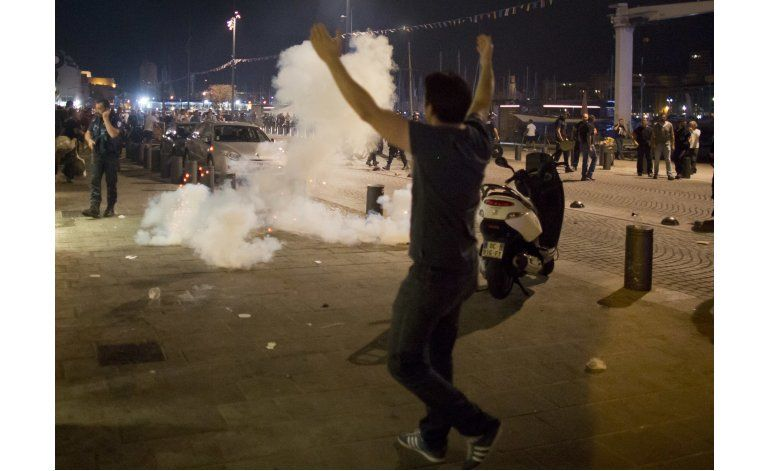 Euro: Policía lanza gas para sofocar disturbios en Marsella