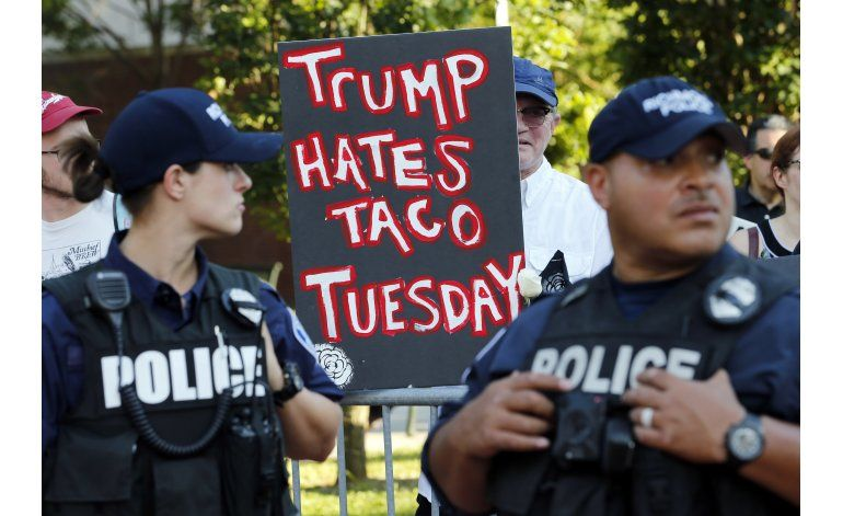 LO ULTIMO: Detienen a cinco durante protesta contra Trump