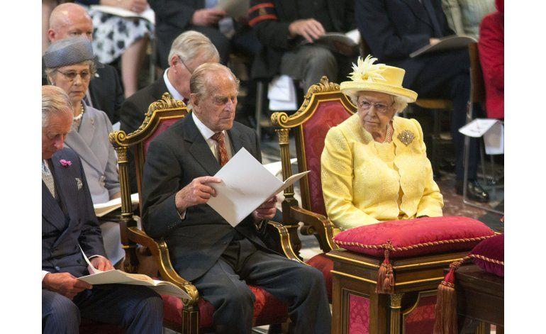 Isabel II y su familia celebran su 90 cumpleaños con desfile