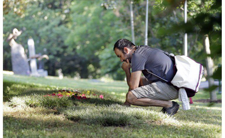 Fanáticos realizan peregrinaje al cementerio de Ali