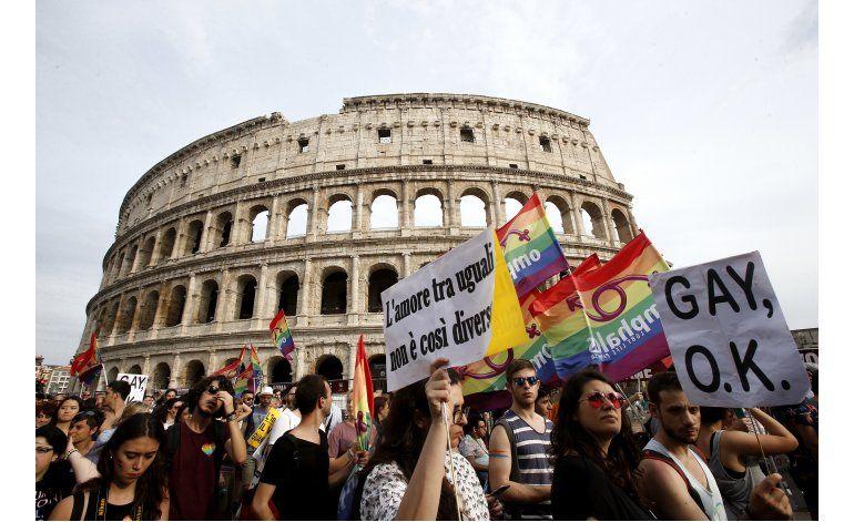 Miles celebran orgullo gay en Polonia, Croacia e Italia