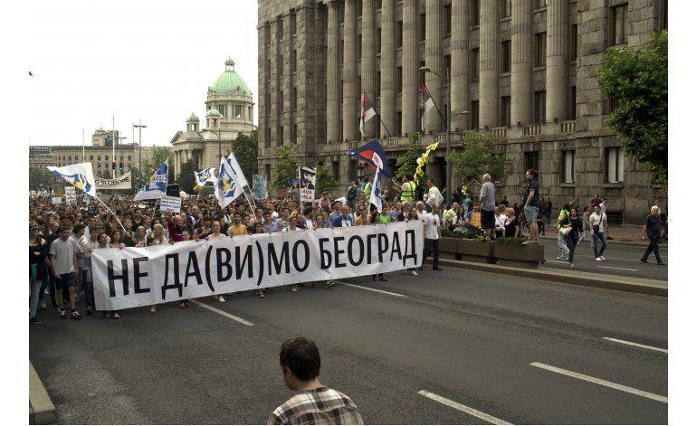 Protestan en Serbia contra demoliciones en la capital