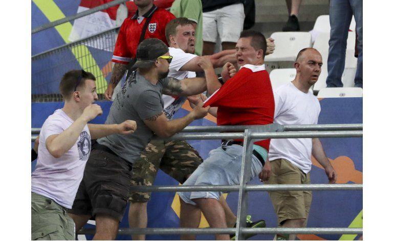 UEFA advierte con expulsión a Inglaterra y Rusia
