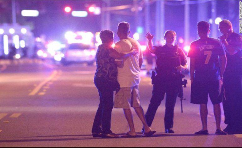 Varios muertos y decenas de heridos por un tiroteo en un club gay de Orlando