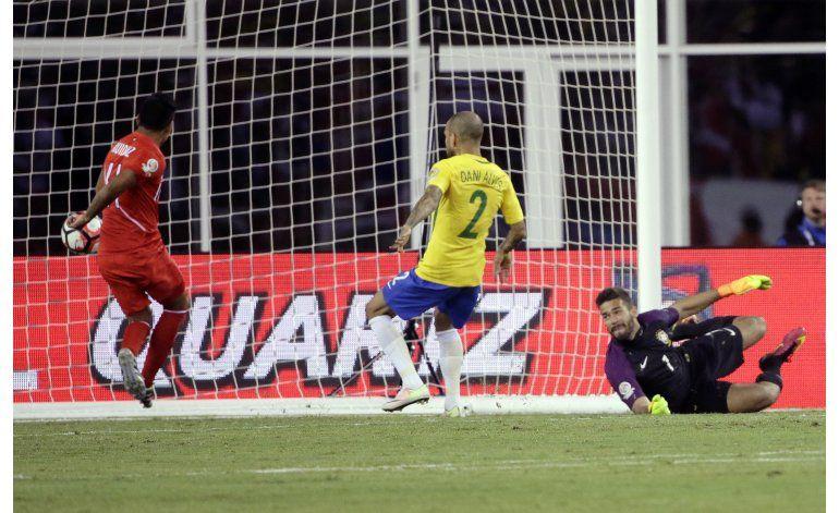 Con polémica a tope, Perú elimina a Brasil