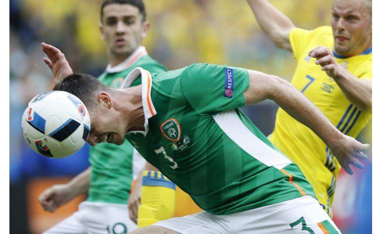 Suecia empata con Irlanda gracias a autogol forzado por Ibra