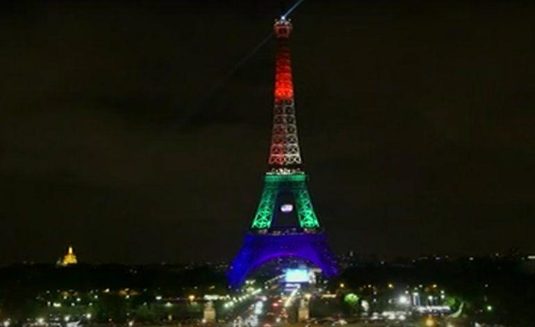 Este es el homenaje de París a las víctimas de Orlando