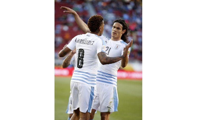 Uruguay se despide de la Centenario goleando 3-0 a Jamaica