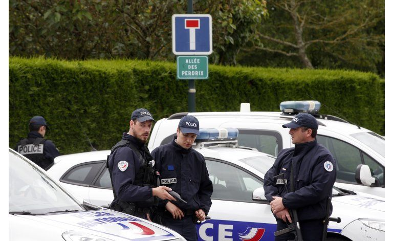 Asesino de policías franceses se declara islamista
