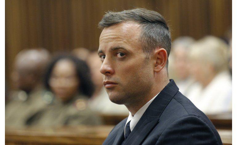 El padre de Steenkamp testifica en vista de Pistorius