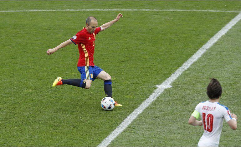 Euro: Los delanteros de España se atascan