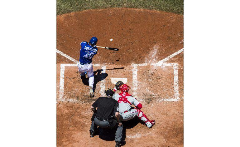 Donaldson dispara grand slam en paliza de Azulejos a Filis