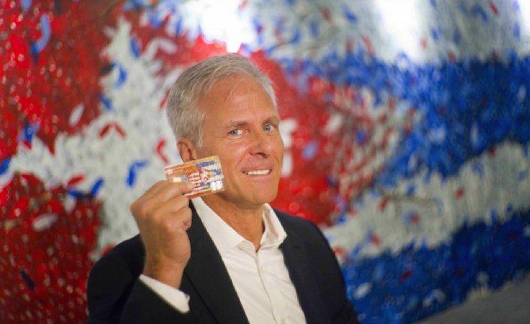 En dos semanas banco de EEUU emite 500 tarjetas para Cuba