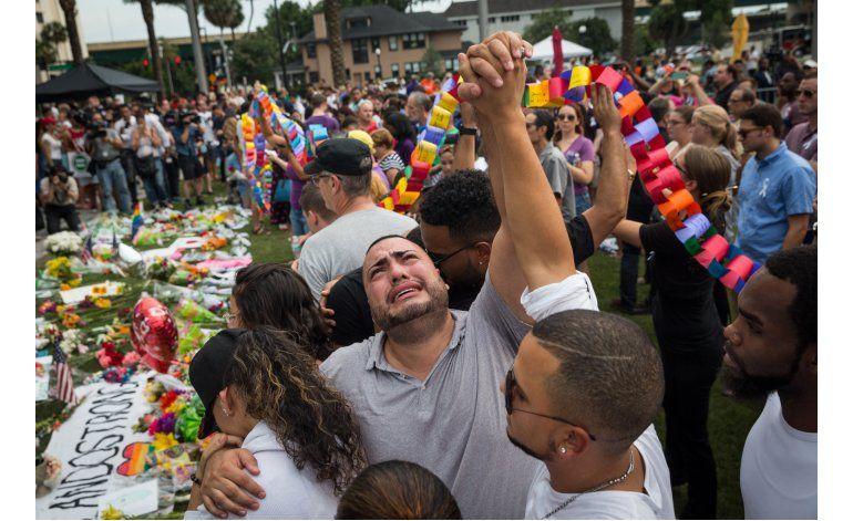 Masacre de Orlando une a latinos y comunidad LGBT