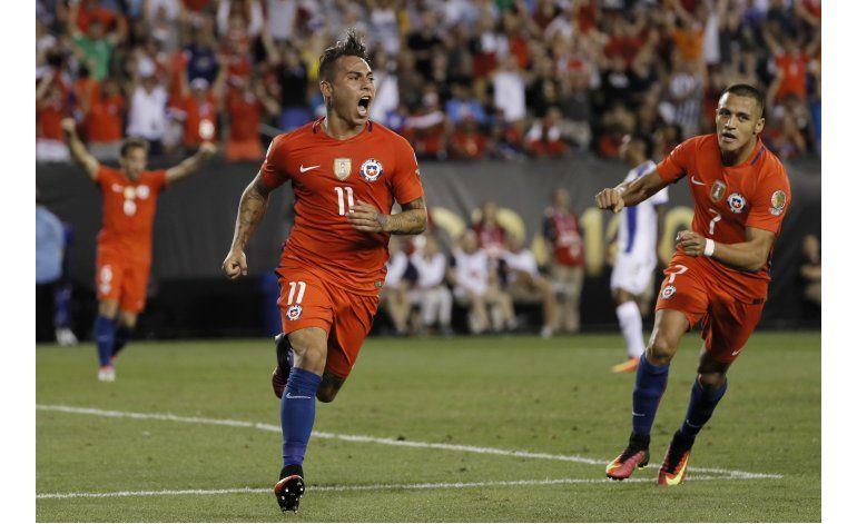Chile vence a Panamá y avanza a cuartos de final