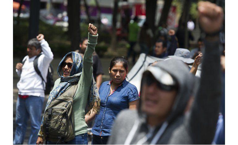 Maestros sindicalizados se manifiestan en México