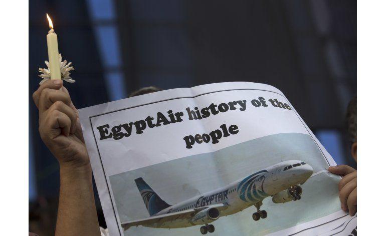 Egipto dice que encontró restos de avión desaparecido