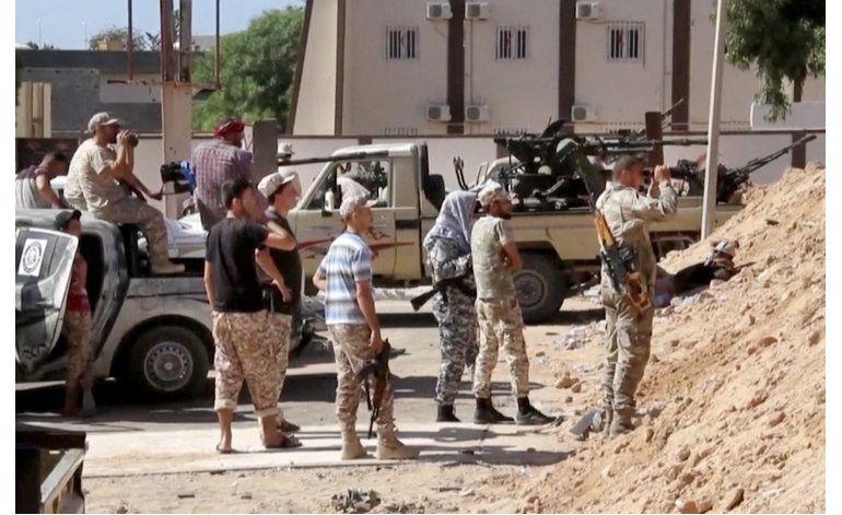 Libia: 16 muertos en un ataque suicida ante bastión de EI
