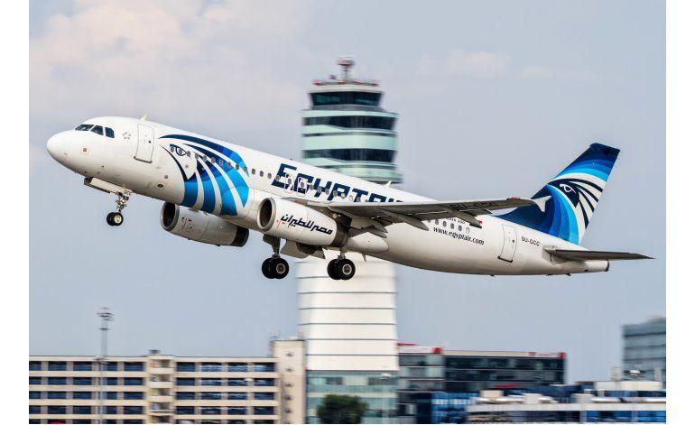 Egipto recupera del mar caja negra del avión desplomado
