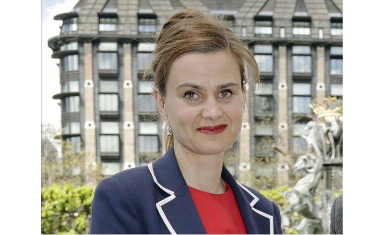 Muere parlamentaria británica luego de ataque a disparos