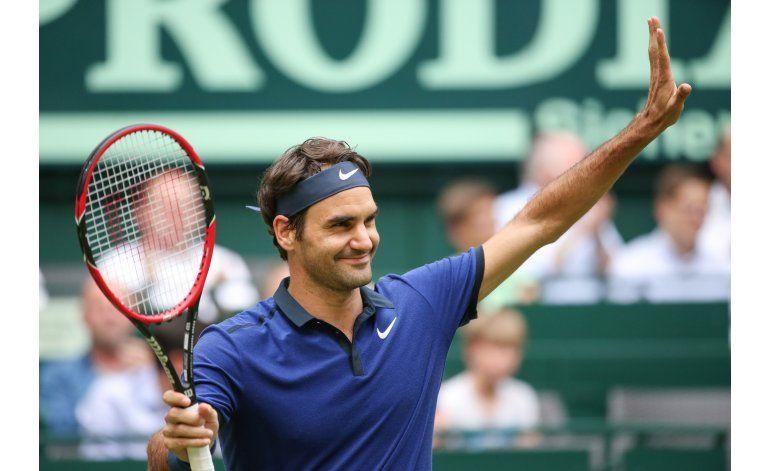 Federer gana tras pasar apuros ante Jaziri en Halle