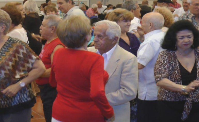 Hialeah celebra  fiesta por todo lo alto dedicada las personas  de la edad dorada