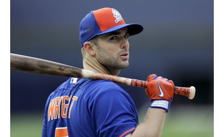 Operan del cuello a David Wright en California