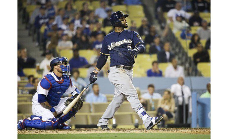 Cerveceros ganan a Dodgers con un jonrón de Villar en el 9no