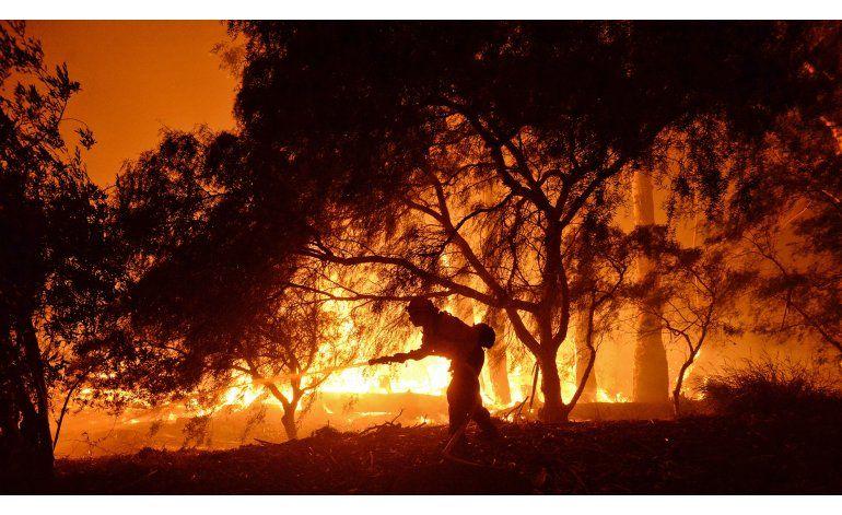 Varios incendios amenazan poblaciones en el oeste de EEUU