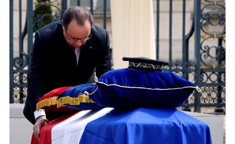 Francia rinde homenaje a la pareja de policías asesinados