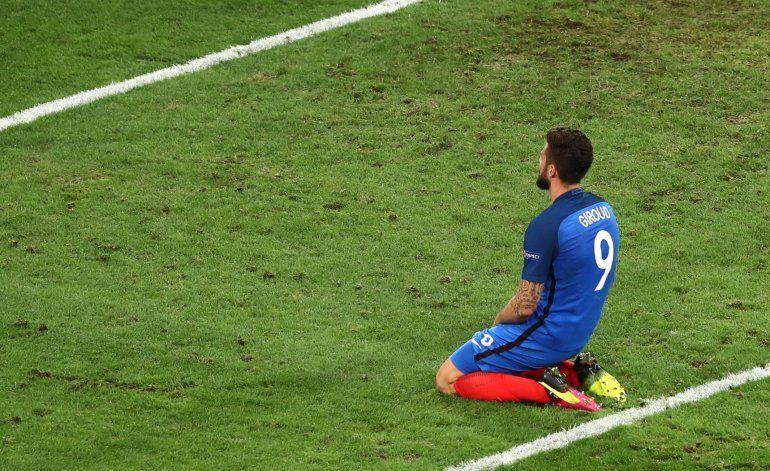 UEFA: Lluvias intensas dañan campos de juego en Eurocopa
