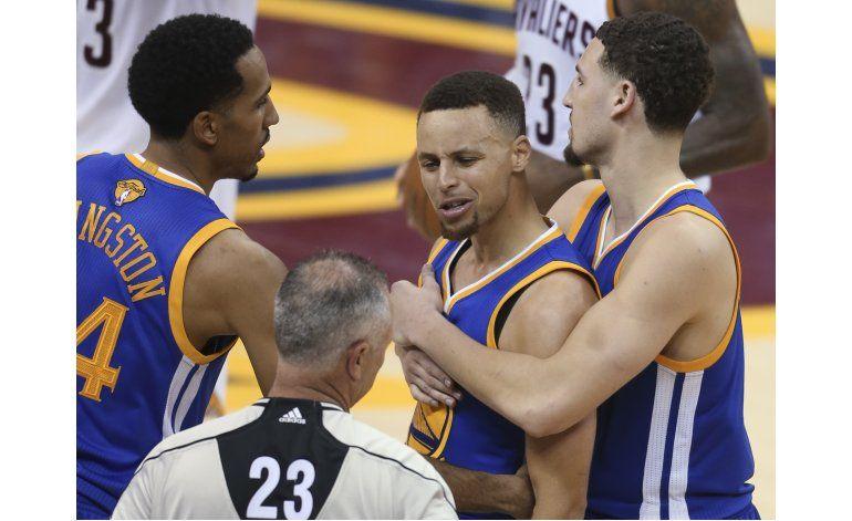 Kerr y Curry multados 25.000 dólares por la NBA