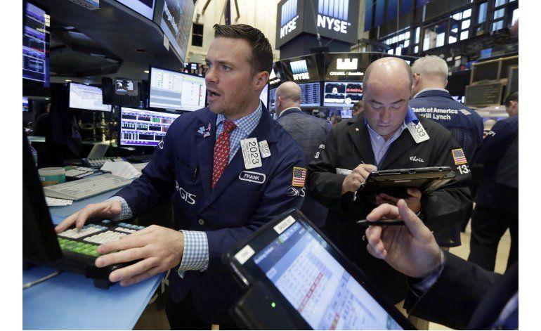 Wall Street cierra con baja; acumula dos semanas de pérdidas